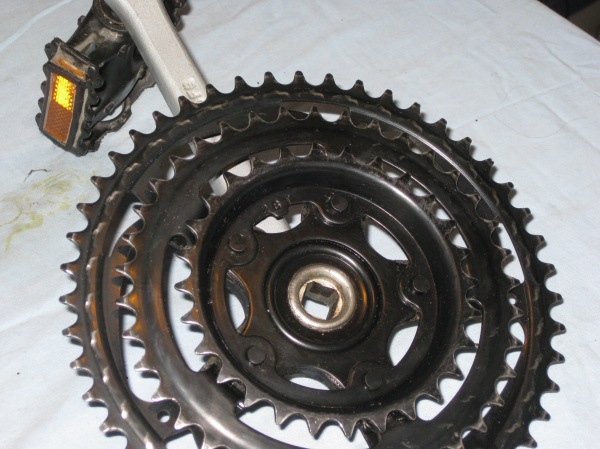 Clean and shiny chainrings look pretty good for 14 years old.